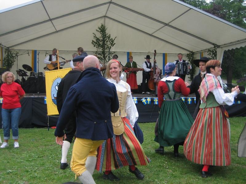 2009_06_06-folkdans-och-longboard-002